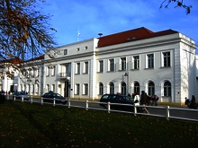 Salongebäude